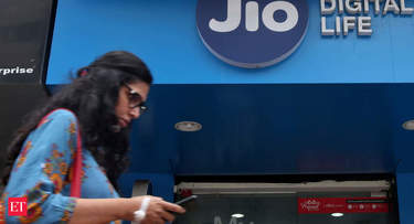 Jio's aggressive strategy, launch of low-cost smartphones may drive subscriber momentum: Report